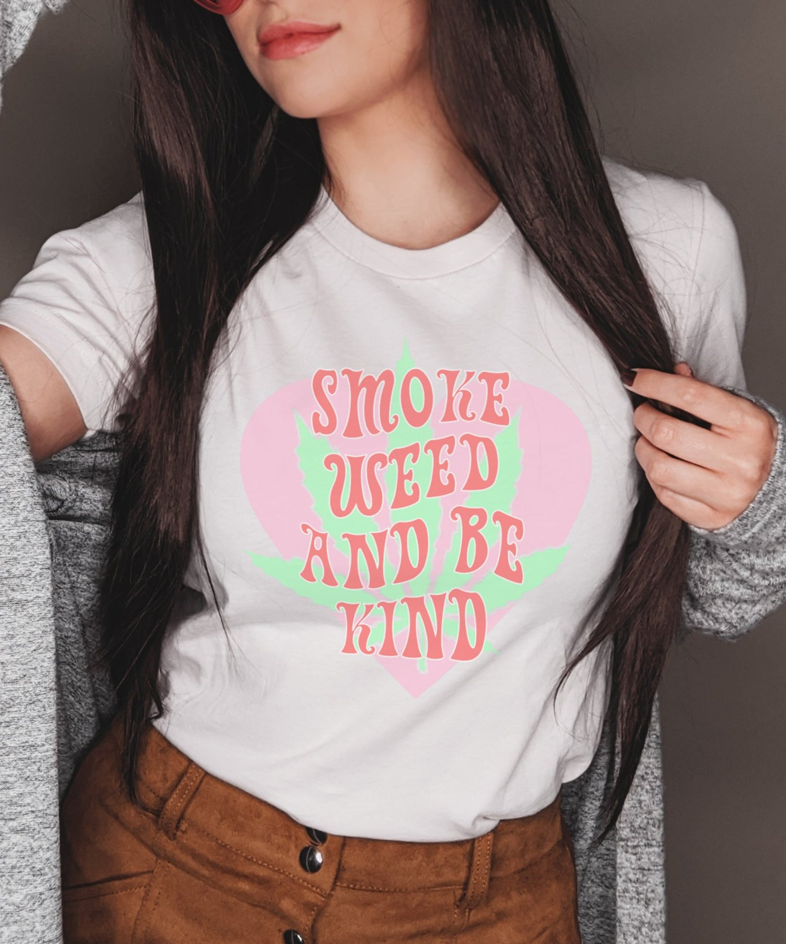 White shirt with a cannabis leaf that says smoke weed and be kind - HighCiti