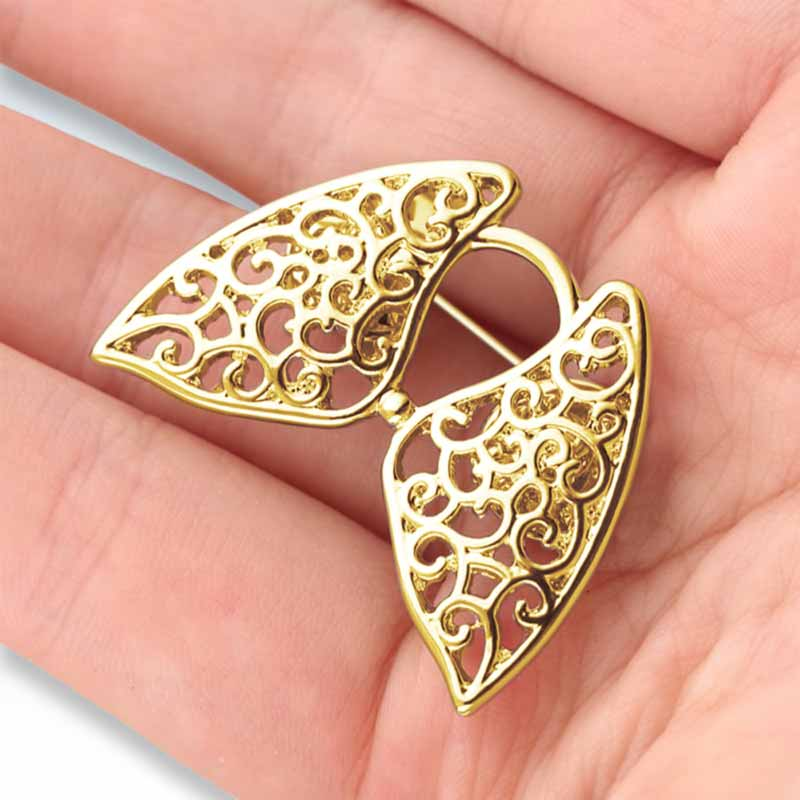 Holding Hollow Lungs Gold Lapel Pin