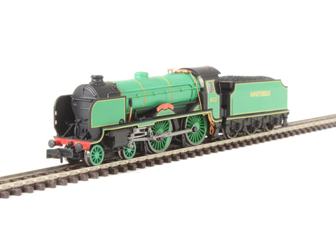 "Class V Schools 4-4-0 902 ""Wellington"" in Southern Railway malachite green"