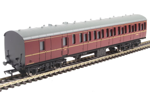 Mk1 suburban BS brake second M43226 in BR maroon with passenger figures
