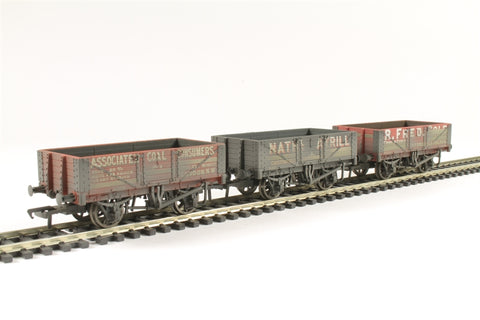 Pack of three 5 plank private owner wagons - weathered