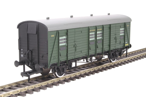 SR PLV luggage van 1061 in Southern Railway olive green