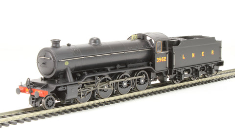 Class O2/4 Tango 2-8-0 3962 in LNER black with flush tender