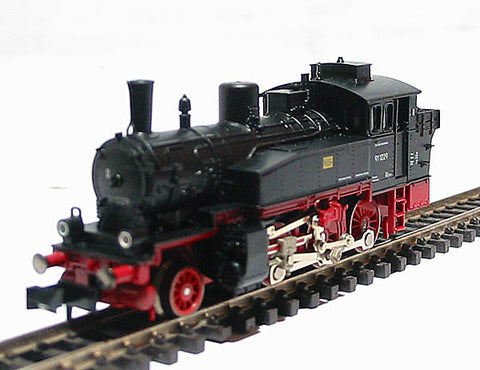 Class 91 2-6-0 Tank loco of the German DR in black & red livery Epoch III
