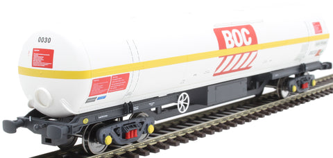 100 ton BOC tank in BOC Liquid Nitrogen livery with yellow stripe and Gloucester bogies - 0030