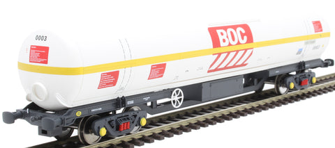 100 ton BOC tank in BOC Liquid Oxygen livery with yellow stripe and Gloucester bogies - 0003
