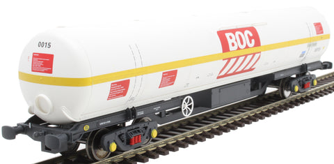 100 ton BOC tank in BOC Liquid Oxygen livery with yellow stripe and Gloucester bogies - 0015