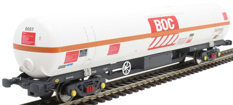 100 ton BOC tank in BOC Liquid Nitrogen livery with red stripe and Gloucester bogies - 0007
