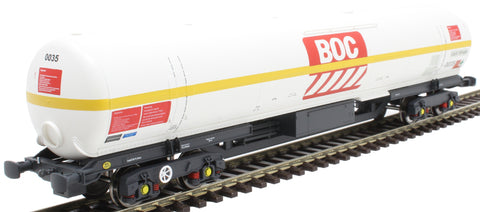 100 ton BOC tank in BOC Liquid Nitrogen livery with yellow stripe and GPS bogies - 0035