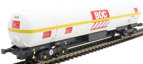 100 ton BOC tank in BOC Liquid Oxygen livery with yellow stripe and GPS bogies - 0032