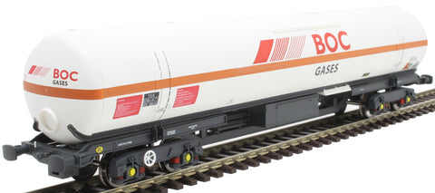 100 ton BOC tank in BOC Gases livery with red stripe and GPS bogies - 0034