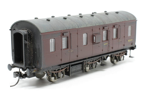 Ex-LMS PIII 'Stove R' full brake M32928M in BR maroon - Pre-owned -  fitted with one Kadee coupling and one 3-link coupling - replacement box - weathered