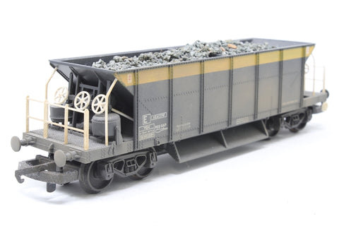 Bogie ballast hopper 'Seacow' in Engineers yellow/grey - Pre-owned - weathered - detailed with load