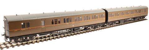 Pair of two GWR 'B' set coaches in GWR brown with twin cities emblem -