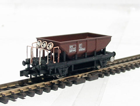 Dogfish wagon 993450 in rusty livery