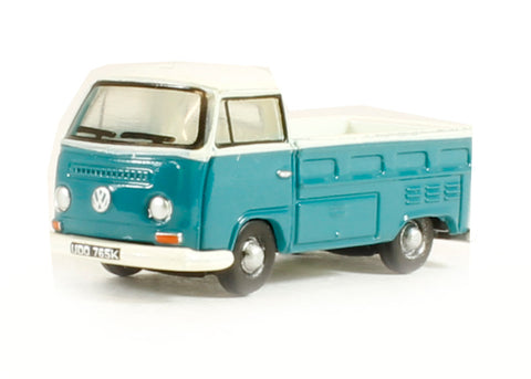 VW Pick Up in Emerald Green Arcona White