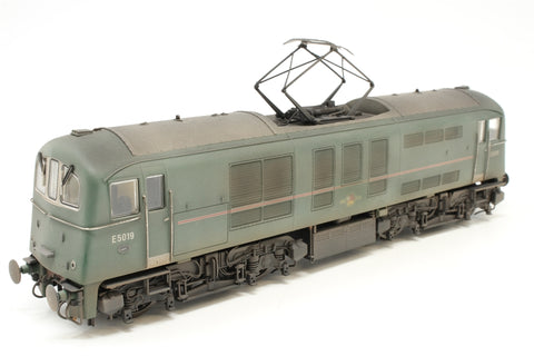 Class 71 E5019 in BR green with red stripe (Weathered) - Special edition of 150 Kernow Model Centre - Pre-owned - like new - like new box