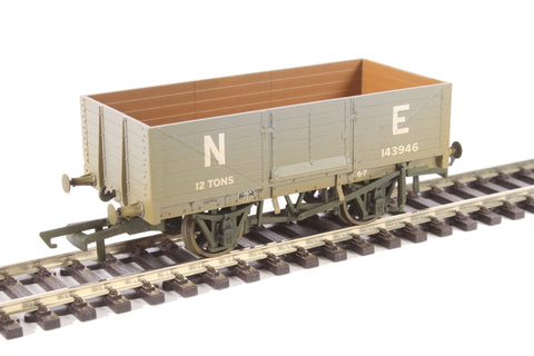6-plank mineral wagon in LNER grey - weathered