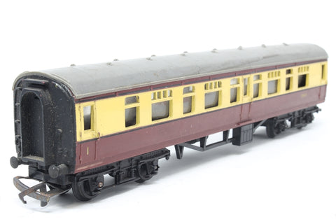 B.R Main Line Composite Coach 24010 - Pre-owned - Marks on roof and body sides, missing coupling hook, imperfect box
