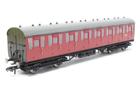 Gresley non-vestibuled suburban third class E82326E in BR crimson - Pre-owned - Like new