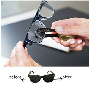 Innovative Portable Eyeglas Cleaner With A Cleaning Brush And Two Wiping Pads
