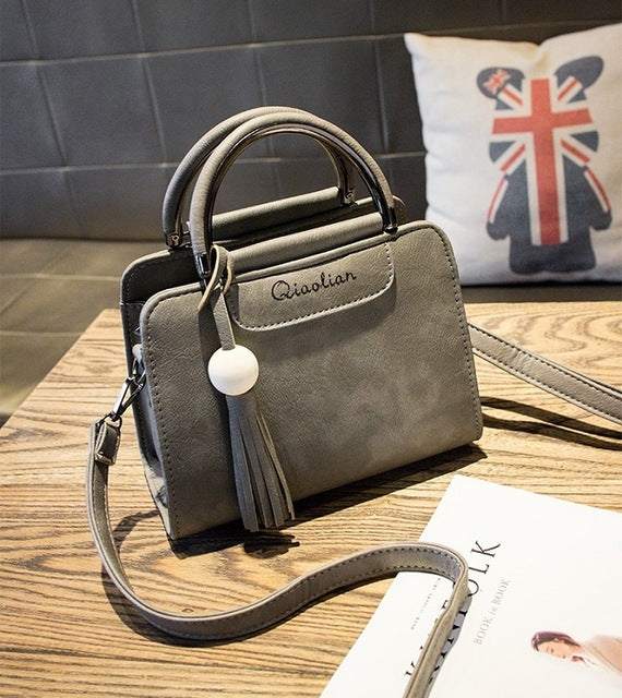 New 2019 women handbags, simple fashion flap, trend tassel woman messenger bag.