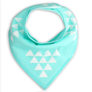 Triangles blancs sur fond turquoise