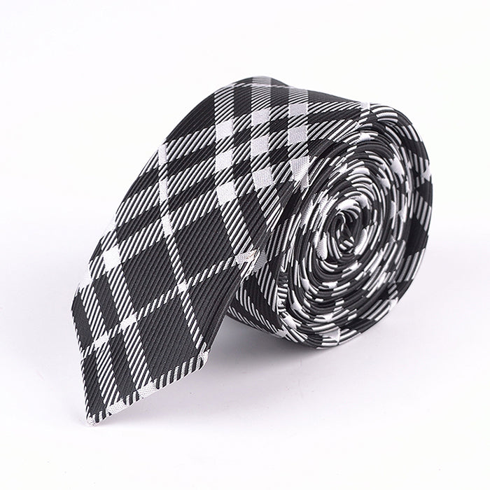 BLACK WHITE TARTAN PLAID
