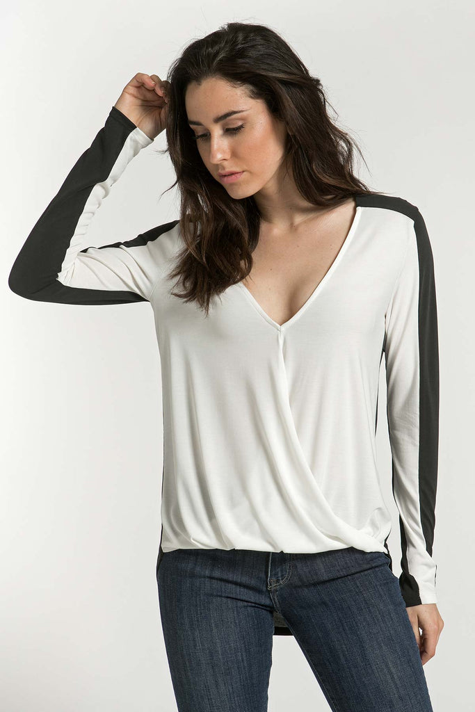 COLOR BLOCK BLOUSE W/ TWISTED FRONT
