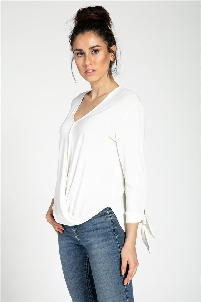 KNOT SLEEVE TOP