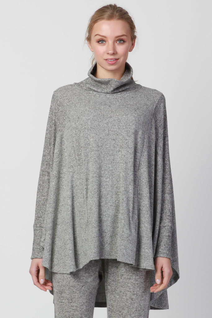 TURTLE NECK POCKET PONCHO