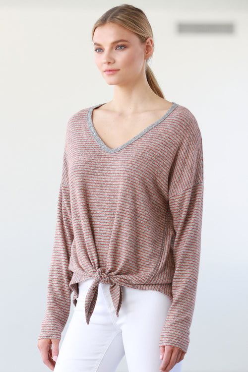 TIED FRONT BOTTOM V-NECK TOP