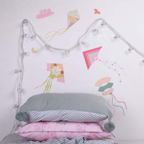 Sticker-mural-chambre-fille-cerf-volant-rose-lovemae