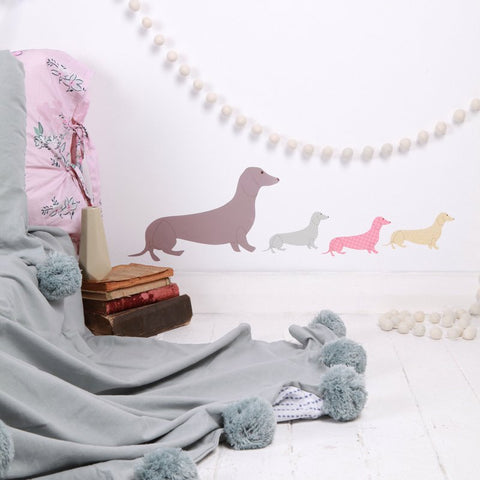 Sticker-mural-chiens-saucisses-lovemae