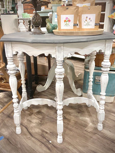 Furniture Vintage Spindle Foyer table/Side Table