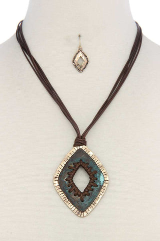 Patina pu leather necklace