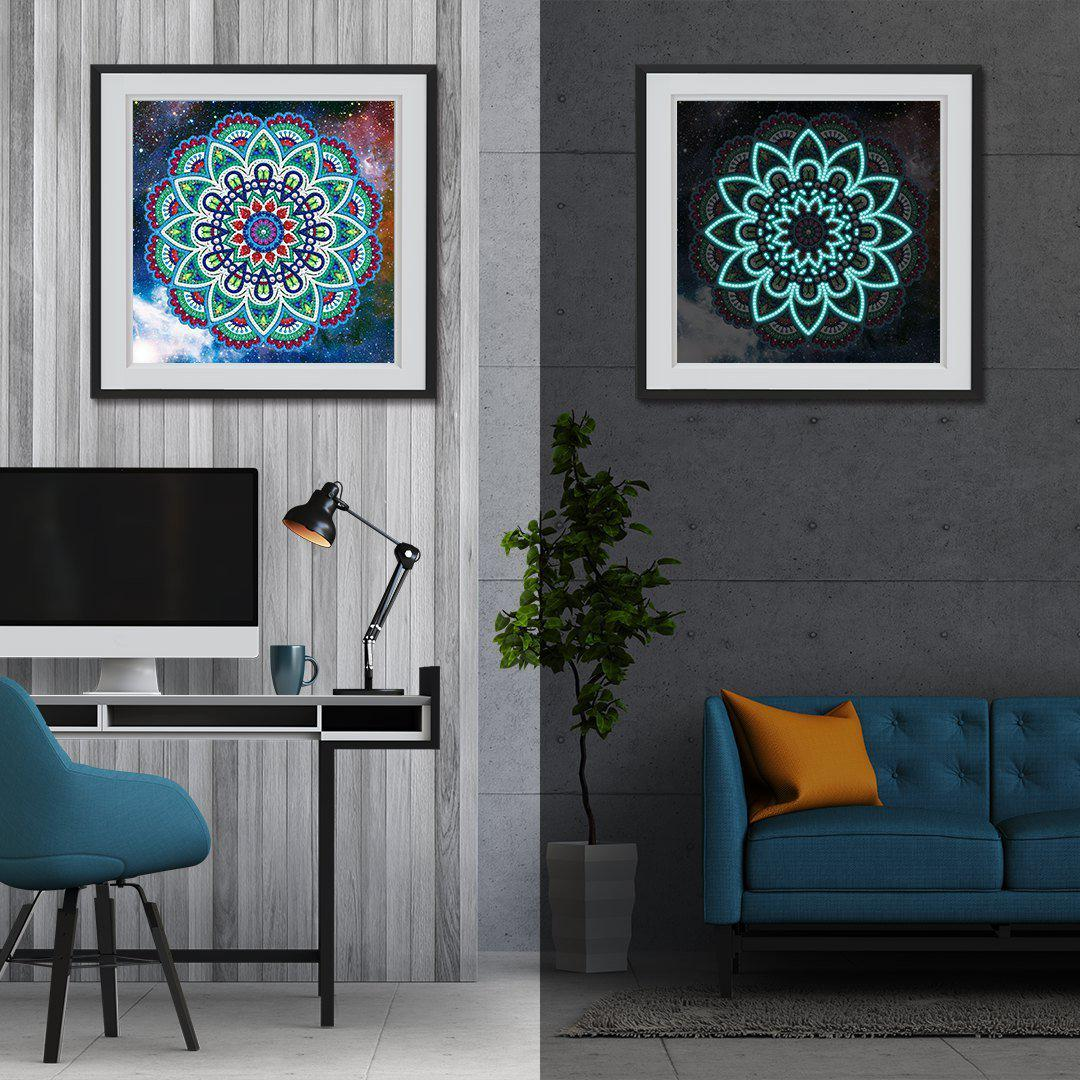 Peacock Mandala - Glow in the Dark - Heartful Diamonds