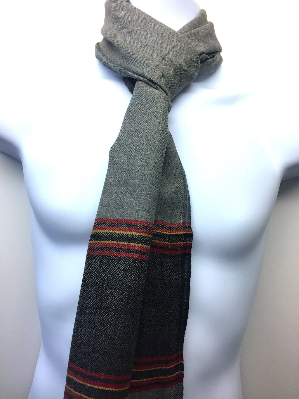 Pure 100% Wool, Steel Grey Men's Scarf With Pattern At The End.