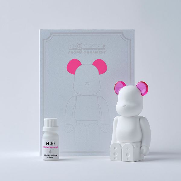 bearbrick_aroma_ornament-bibliothèque_blanche-ballon-eye_shut_island-1