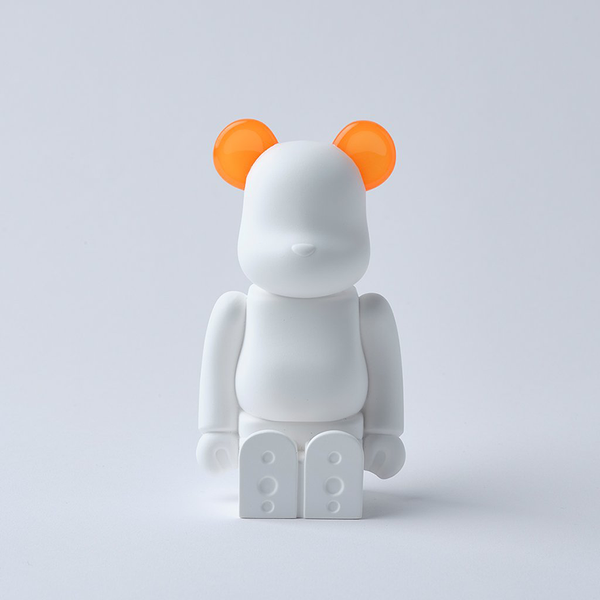bearbrick_aroma_ornament_orange-bibliothèque_blanche-ballon-eye_shut_island