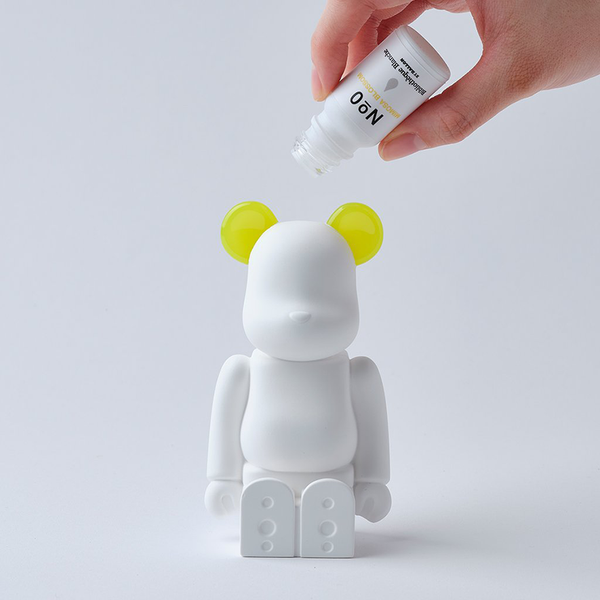 bearbrick_aroma_ornament_yellow-bibliothèque_blanche-ballon-eye_shut_island-1