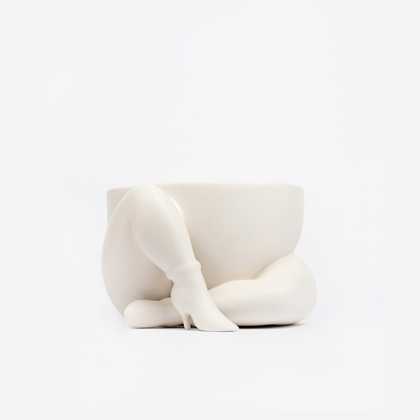 A HIGH HEELED TWO LEGGED PLANTER / PARRA X CASE STUDYO - WHITE