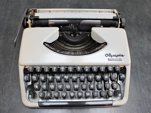 Vintage 1960s Olympia Splendid 33 Typewriter in great working condition