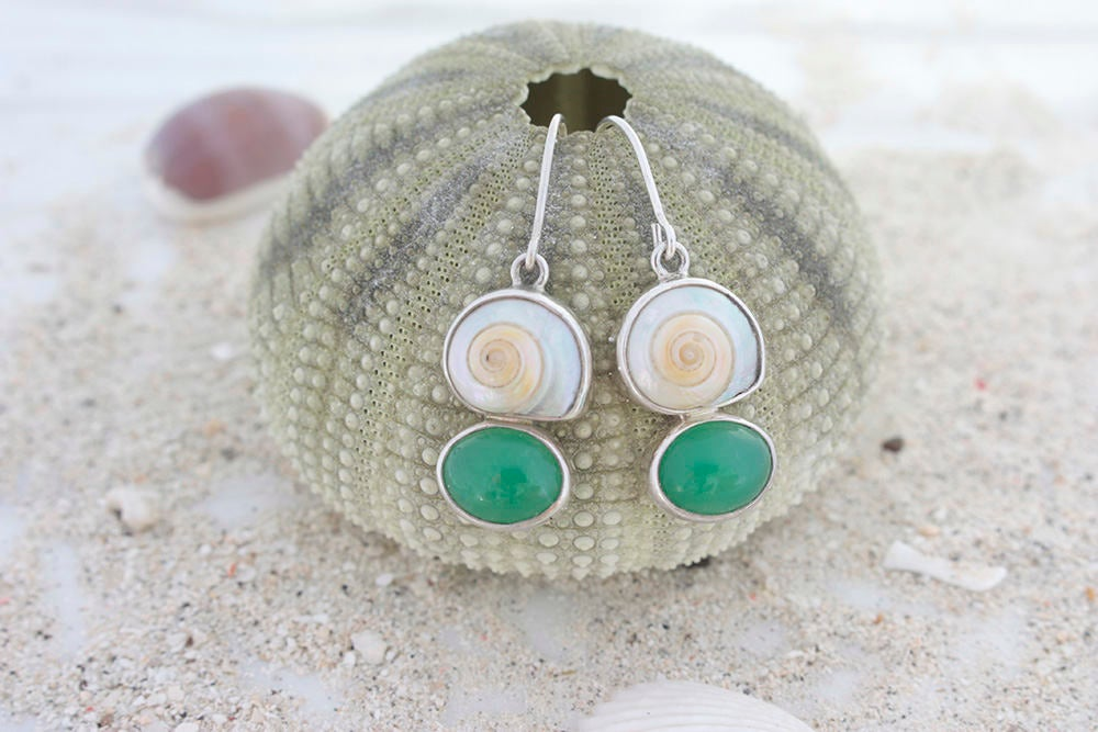 Adorable Sea Shell & Chrysoprase Earring