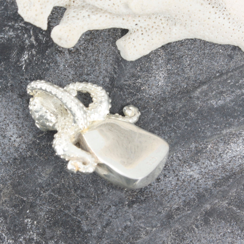 Bring home the Beach ! Precious Octopus and sea glass Silver Pendant - A true Treasure from the Sea!