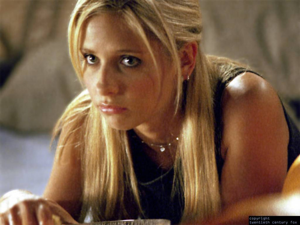 Buffy (Sarah Michelle Gellar) in a Silver Tab Necklace by Peggy Li