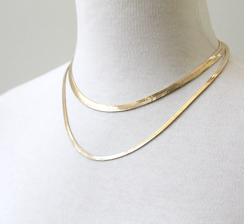 Slim herringbone chains in gold