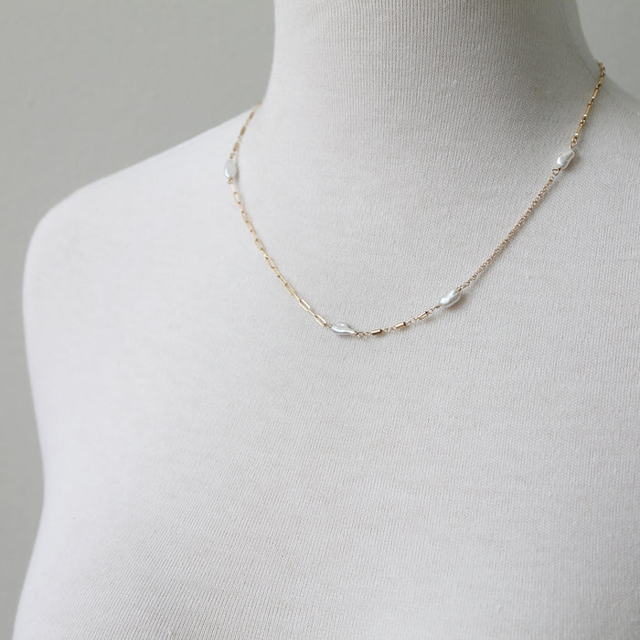 Mixed chain necklace with pearls