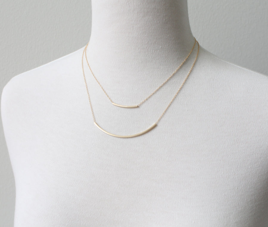 Felicity Smoak gold bar necklace