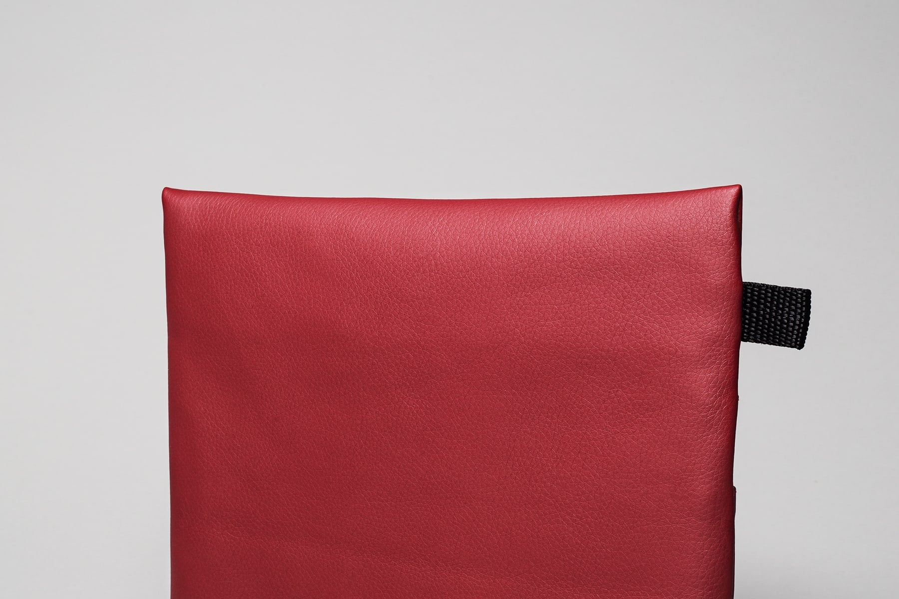 Pouch color rojo cereza